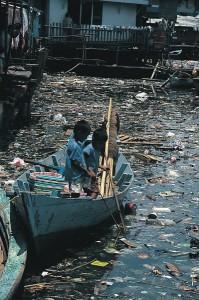 In vielen Entwicklungsländern nimmt die Verschmutzung unfassbare Ausmaße an , wie auf diesen Bild zu sehen ist.