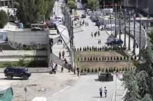 """Grund für den Ärger: """"Der Park des Friedens"""", welcher anstelle einer Barrikade vor wenigen Tagen errichtet wurde."""