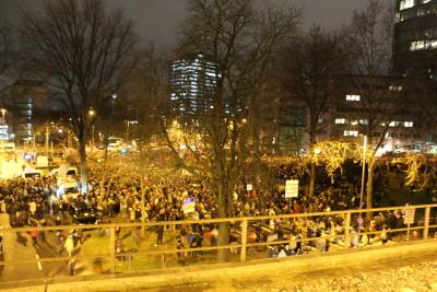 Eine der Plätze der Gegendemonstration. Bis zu 10.000 Protestierten in Köln gegen Kögida. Ab 18 Uhr wurde dieser Platz abgeriegelt.
