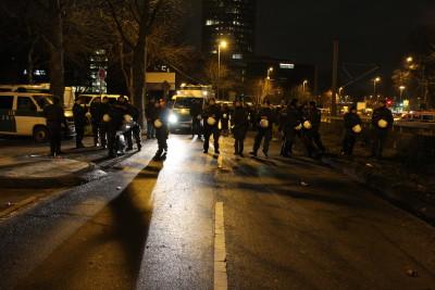 Die Demonstration wurde weiterhin von vielen Polizisten begleitet.