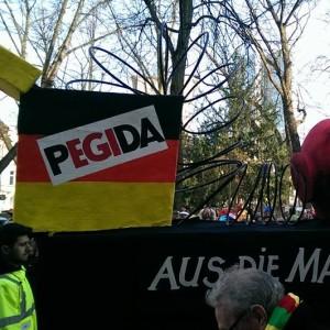 Aus die Maus für Pegida. Foto: Benny Krutschinna — hier: Düsseldorf.