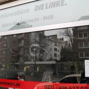 Das beschädigte Büro von Sahra Wagenknecht in Düsseldorf (Foto: Linke Düsseldorf.)
