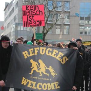 Ein Transparent während der Abschlusskundgebung in der Dortmunder Innenstadt.