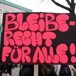 Ein Schild auf der Flüchtlingsdemo in Dortmund.