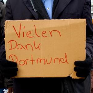 Ein Schild eines Asylanten.
