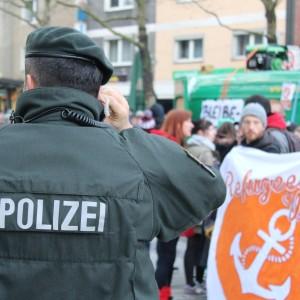 Die Demo wurde von der Polizei geschützt....