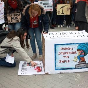 """Die Studierenden fordern: """"Freie Bildung für alle"""" Foto: Për Universitetin"""