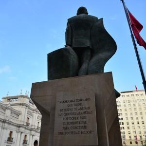 statue salvador allende chile