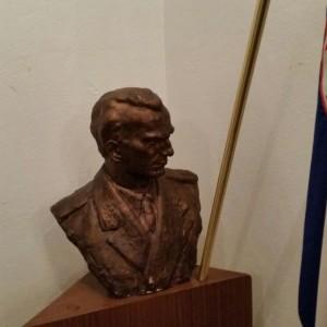 Tito Büste im Partisanenverband Kroatiens. Foto: Daniel Kerekes