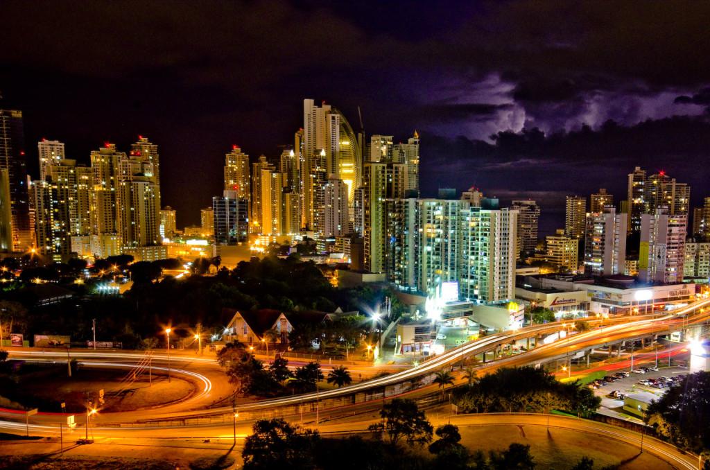Das Bankenviertel in Panama City. Das kleine Land in Zentralamerika gilt als eine der aktivsten Steueroasen weltweit. By Vladimer Shioshvili licensed under CC BY-SA 2.0.