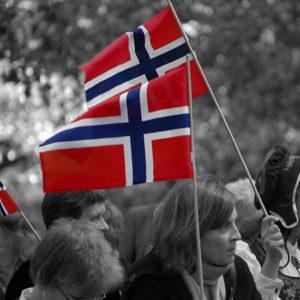Norwegen - das stolze Land im hohen Norden. Foto: lemsipmatt, CC BY SA 2.0, Norwegian Flags, via Flickr.com
