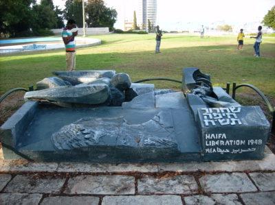 """In Haifa in Israel erinnert ein Denkmal an die Nakba, die Vertreibung und Ermordung Hunterttausender Palästinenser als """"Haifa Liberation 1948""""."""