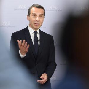 Foto: SPÖ Presse und Kommunikation (Pressekonferenz Christian Kern 17.5.2016) [CC BY-SA 2.0], via Wikimedia Commons