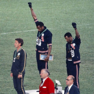 Tommie Smith,John Carlos and Peter Norman Olympia Black Power Rassismus Faust