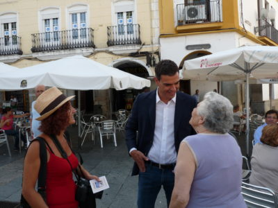 Pedro Sánchez, ex-PSOE-Chef im Bürgergespräch. Foto: psoe extremadura, licensed under CC BY 2.0, Pedro Sánchez y Guillermo Fernández Vara, via flickr.com